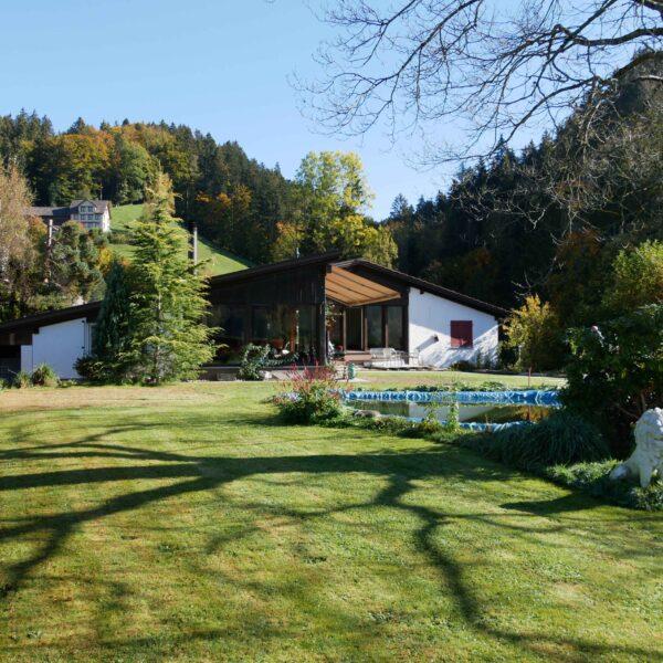 Familienhaus mit Einliegerwohnung und grosszügiger Gartenlage